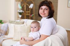 Free A Young Mother With Her Infant Baby At Home Stock Images - 18586764