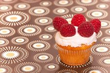 Free Cup Cake With Raspberries Royalty Free Stock Photos - 18587118