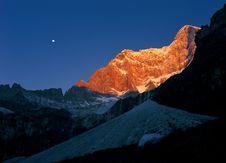 Free Peak In Sunrise Royalty Free Stock Photography - 18587477