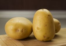 Free Group Of Potatoes Waiting On Breadboard Royalty Free Stock Image - 18595056