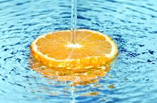 Free Orange In Water Splash Royalty Free Stock Image - 18600286