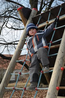 Free Child Standing On Rope Ladder Royalty Free Stock Photography - 18600597