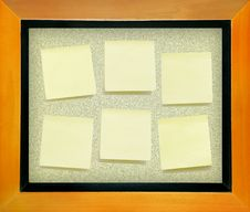 Free Yellow Memo  Paper On Cork Board Royalty Free Stock Photos - 18603748