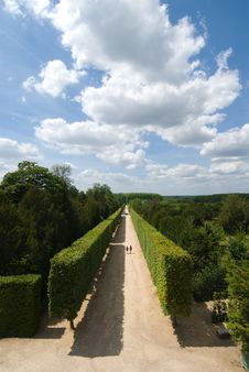 Free The Garden And Alley Of Versailles Royalty Free Stock Photo - 18605255