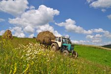 Free Hay Transportation Royalty Free Stock Photos - 18606078