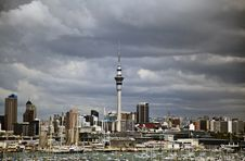 Free Auckland City Harbour Skyline Royalty Free Stock Photography - 18608057