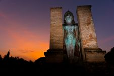 Free Sunset Wat Mahathat, Standing Buddha Image Stock Images - 18615594
