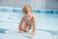 Free Child In Outdoor Pool Royalty Free Stock Photography - 18622647
