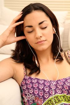 Free Young Girl With Mp3 Player Stock Photography - 18623232