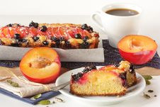 Free Fruitcake And Cup Of Coffee. Royalty Free Stock Photos - 18624868