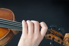 Free Fingers On The Violin Stock Photography - 18637622
