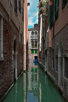 Free Ordinary Venetian Courtyard. Royalty Free Stock Images - 18638919