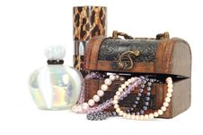 Free Treasure Chest With Jewelry Royalty Free Stock Photo - 18644215
