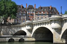 Free Pont Du Carrousel In Paris France Royalty Free Stock Image - 18649046