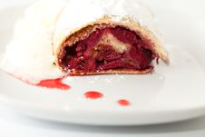 Free Cherry Strudel Closeup Royalty Free Stock Photo - 18650805