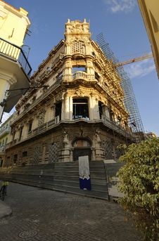 Free Old Havana Edifice Being Restored Stock Image - 18660961
