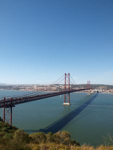 Free 25th April Bridge Across Tagus River Royalty Free Stock Photo - 18661595