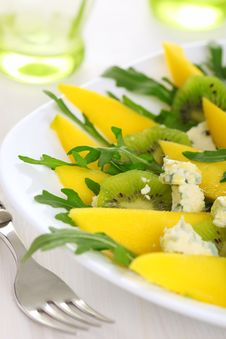 Salad With Mango, Kiwi And Blue Cheese Stock Images