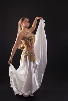 Free Young Woman Dance In Dark - White Arabian Costume Stock Photography - 18678302