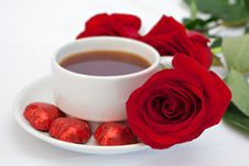 Free Cup Of Tea And A Bouquet Of Roses Stock Photos - 18681113