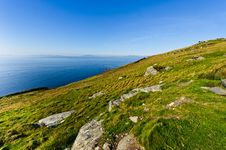 Free Cliff By Sea Under Blue Sky , Ireland Royalty Free Stock Images - 18681859