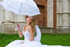 Free Bride With  Umbrella Stock Photos - 18690493