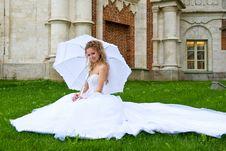 Free Bride With  Umbrella_2 Royalty Free Stock Photos - 18690498