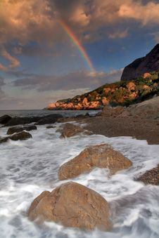 Free Rainbow Over Stormy Sea Royalty Free Stock Photos - 18690818