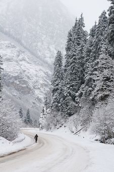 Free Road To Mountains In The Winter. Royalty Free Stock Photos - 18691028