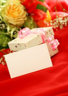 Free Blank Card, Gift And Flowers On Red Background Royalty Free Stock Images - 18693919