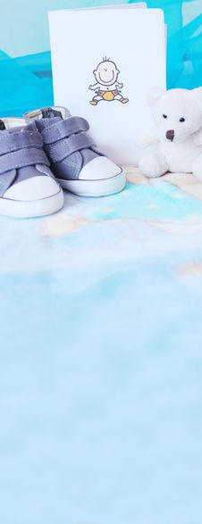 Free Baby Shoes And Teddy Bear In Blue Royalty Free Stock Images - 18695259