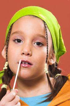 Free Child Applying Make-up Royalty Free Stock Photography - 1870437