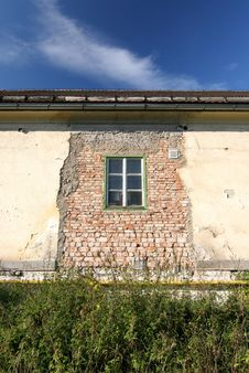 Free Old Facade With Windows Stock Images - 1873144