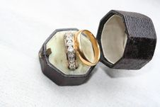 Free Heart Shaped Diamonds In Ring Inside Antique Leather Box Stock Image - 1876811