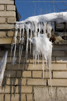 Free Icicles On The Roof Royalty Free Stock Image - 18712096