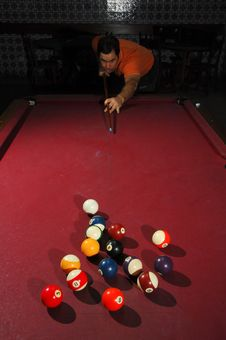 Free Person Playing Snooker Royalty Free Stock Photography - 18714357