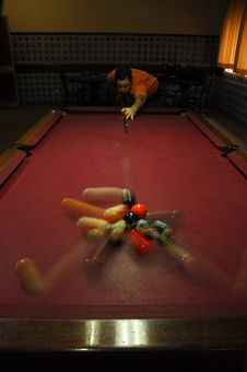 Free Person Playing Snooker Stock Photography - 18714382