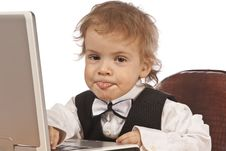 Free Little Child And Laptop Royalty Free Stock Image - 18717116