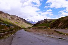 Free A Long Road Leading To Ladakh Royalty Free Stock Images - 18717129