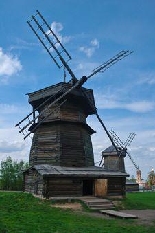 Free Wooden Windmills. Royalty Free Stock Photo - 18717895