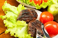 Free Cutlets And Tomatoes Royalty Free Stock Images - 18718509