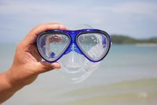 Free Diving Mask On Sea Background Royalty Free Stock Photos - 18718808