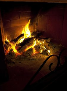 Logs Burning In Fireplace Royalty Free Stock Photos