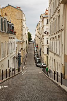 Free Narrow Street In Monmartre Stock Images - 18719534