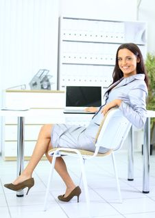 Free Young Business Woman In Office Royalty Free Stock Photo - 18719765