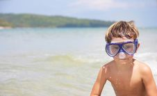 Free Boy In Diving Mask On Sea Background Royalty Free Stock Photography - 18719787
