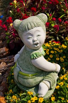 Free Child Statue In The Garden. Royalty Free Stock Photos - 18720068