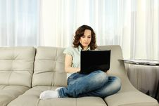 Free Young Woman On Couch With Laptop Royalty Free Stock Image - 18724946