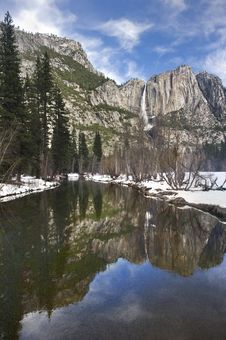 Free Yosemite Falls In Winter Stock Image - 18730211