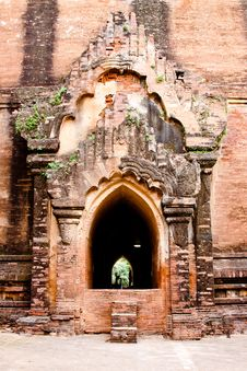 Free The Entrance To Dhammayangyi Temple, Bagan, Myanma Stock Image - 18732131